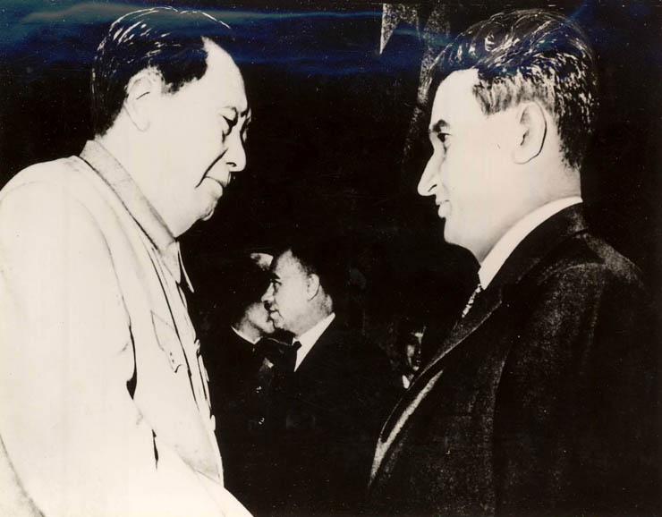 """Întrevederea dintre Nicolae Ceauşescu şi Mao Tzedun la Palatul Adunării Reprezentanţilor Populari din China. (3 iunie 1971) - sursa – """"Fototeca online a comunismului românesc"""" (cota 3/1971)"""