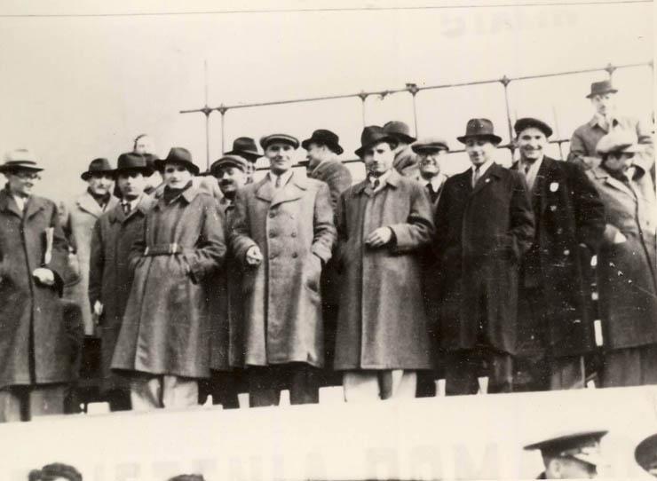 """Bucureşti, 7 noiembrie 1947. Nicolae Ceauşescu împreună cu alţi conducători de partid şi de stat la aniversarea a 30 de ani de la victoria M.R.S.O. (7 nov. 1947) sursa: """"Fototeca online a comunismului românesc"""" cota: 1/1947"""