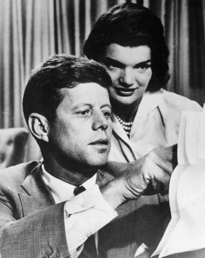 John F. Kennedy impreuna cu sotia sa, Jacqueline Bouvier Kennedy. / AFP PHOTO / AFP