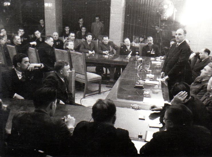 Gheorghiu Dej cu o delegaṭie sovietică; Fototeca online a comunismului românesc, cota 186 (145)/1950