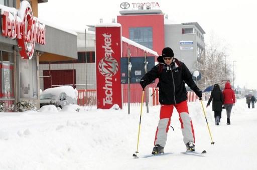 Ski pe strazile din Podgorica.  AFP PHOTO / SAVO PRELEVIC /