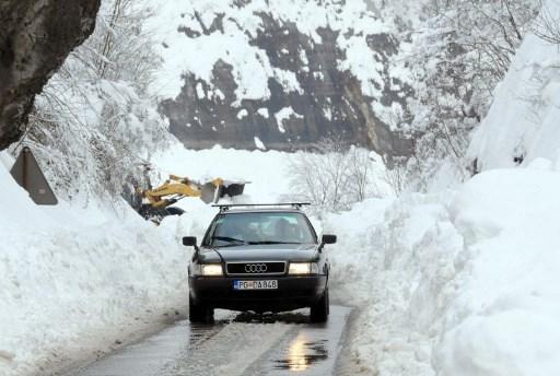 Iarna grea in apropiere de Podgorica.AFP PHOTO / SAVO PRELEVIC /