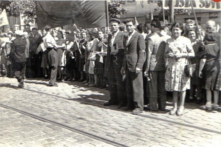 """Întâmpinarea Armatei Roşii (Colentina). Chivu Stoica, Gh. Apostol - sursa – """"Fototeca online a comunismului românesc"""", Cota: 22/1944"""