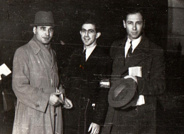 "Gheorghe Apostol, 6 noiembrie 1944, sursa – ""Fototeca online a comunismului românesc"", cota: 111/1944"
