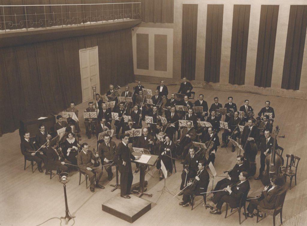 Orchestra Radio in Studioul mare.