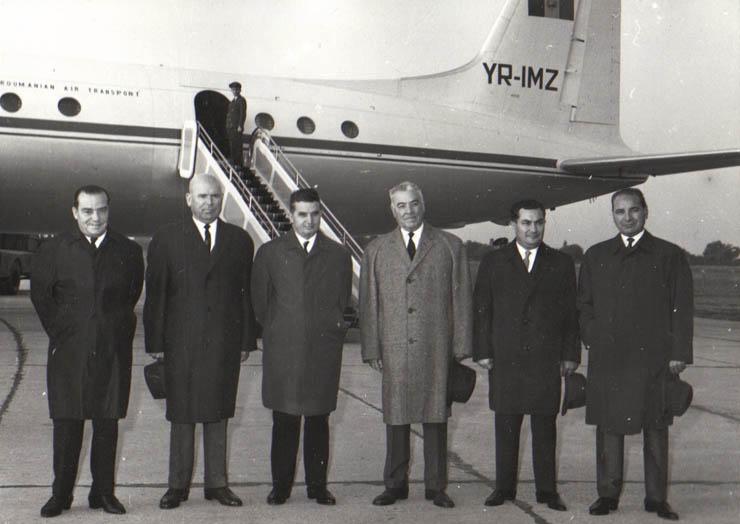 """Plecarea lui Ion Gheorghe Maurer în Grecia. sursa – """"Fototeca online a comunismului românesc"""",Cota: 292/1966"""
