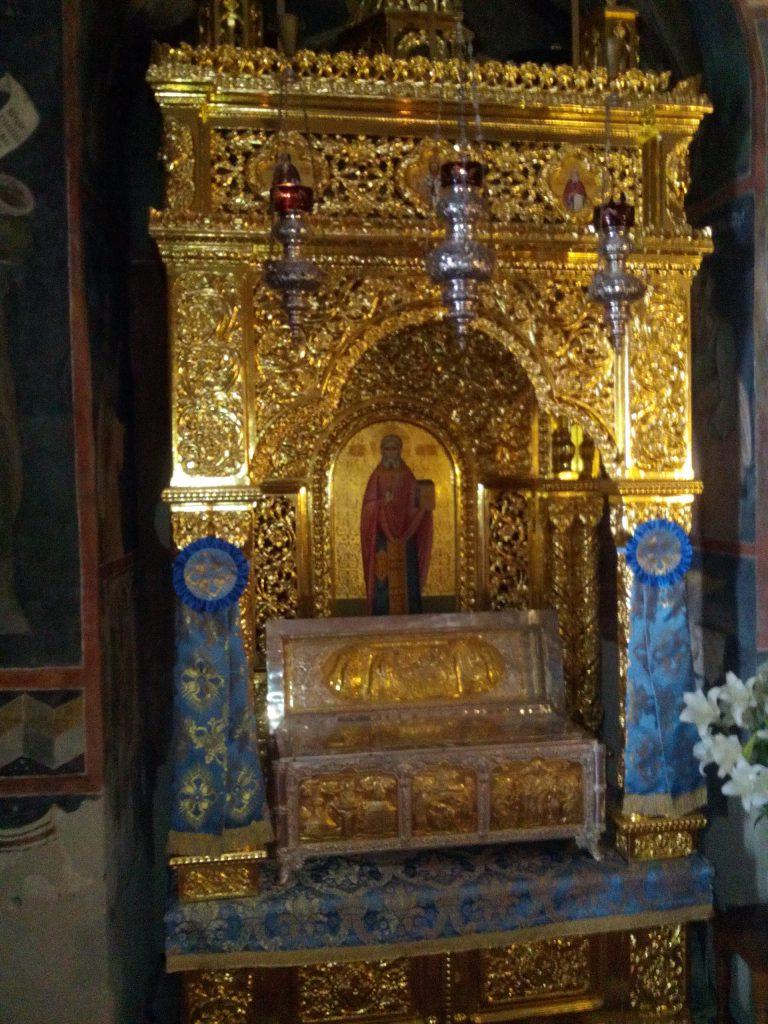 altar nicodim tismana