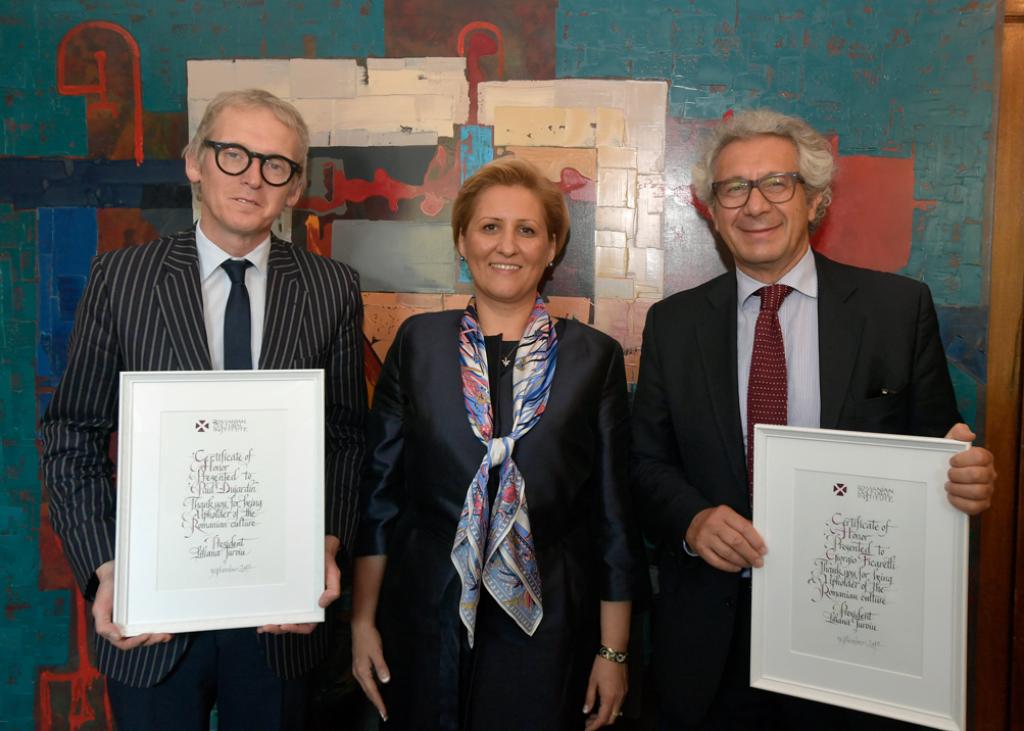 Domnul Giorgio Ficarelli, din partea Direcției Generale pentru Cooperare Internațională și Dezvoltare a Comisiei Europeane Domnul Paul Dujardin, CEO și director artistic al Palatului Artelor Frumoase din Bruxelles – BOZAR Doamna Liliana Țuroiu - președintele Institutului Cultural Român
