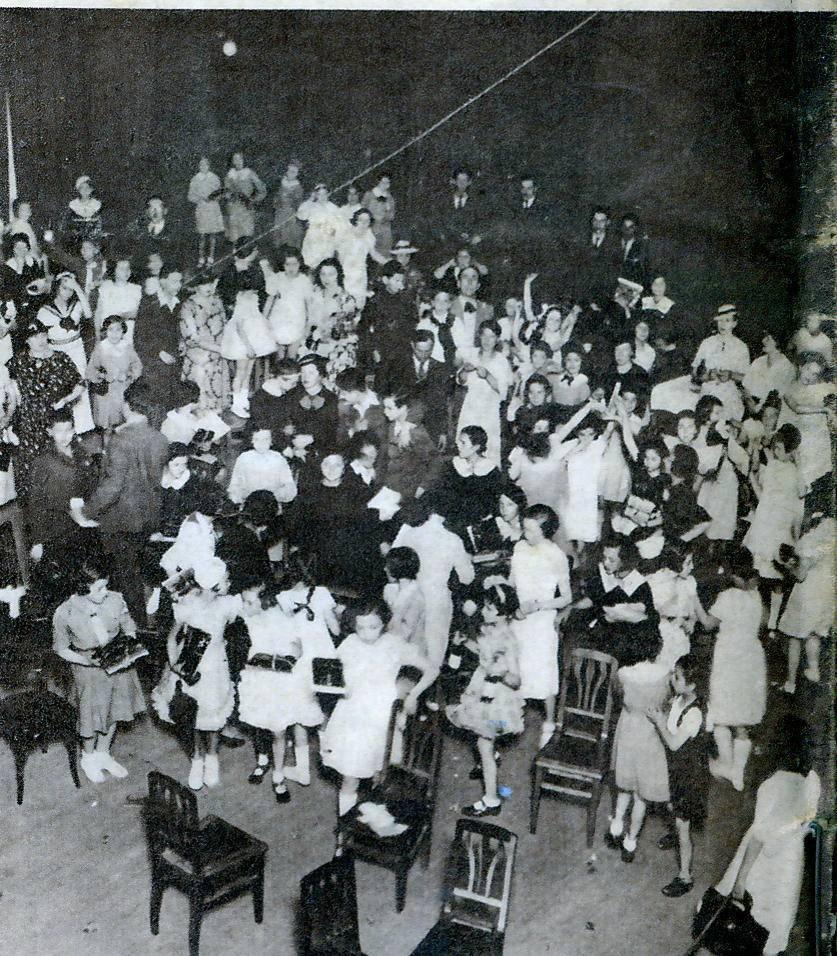 """Împărțirea premiilor interpreților """"Orei copiilor"""" – 1940"""