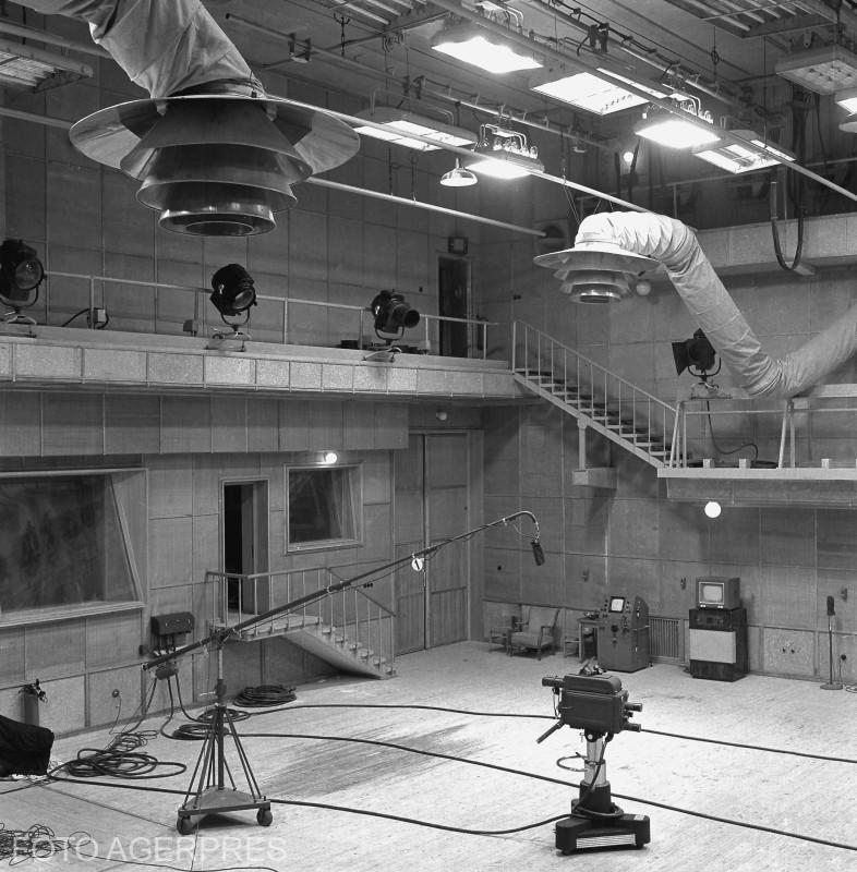 Aspect din studioul mare al Televiziunii Romane. (TELEVIZIUNEA ROMANA - 1957)