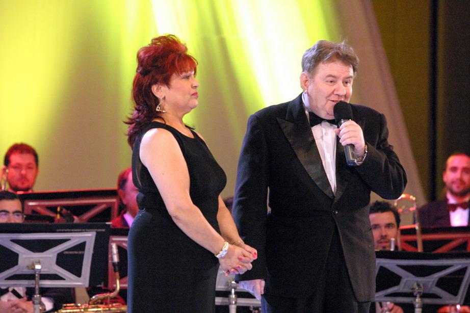 Sursa foto: http://www.romania-muzical.ro/emisiuni/jazz/colectia-de-jazz/images/new/aura-si-mosu.jpg