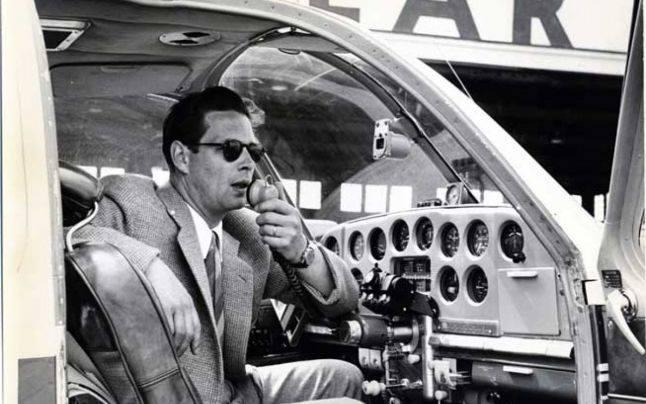 """Regele Mihai, pilot la compania Lear. FOTO din albumul """"Maşinile Regelui"""" / Principele Radu al României / Editura Curtea Veche"""