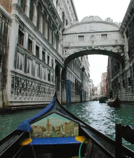 Ponte dei Sospiri / AFP PHOTO / GABRIEL BOUYS