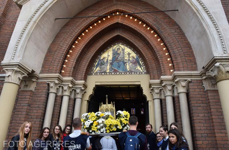Relicva Sfantului Papa Ioan Paul al II-lea a fost purtata in procesiune pe strazile capitalei, de la monumentul Sfantului Papa Ioan Paul al II-lea, la Catedrala Sfantul Iosif, unde s-a celebrat Sfanta Liturghie.