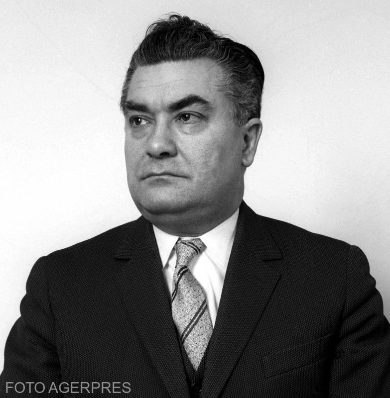 Paul Niculescu Mizil membru al Comitetului Central al Partidului Comunist Roman (PCR).