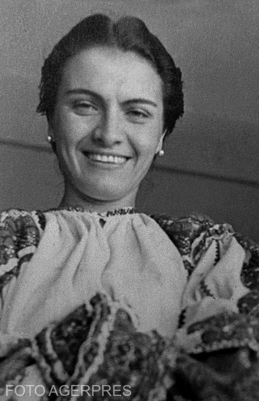 Maria Tanase (n. 25 septembrie 1913, Bucuresti - d. 22 iunie 1963, Bucuresti), a fost o interpreta romana de muzica populara, usoara, lautareasca, romante si teatru de revista..