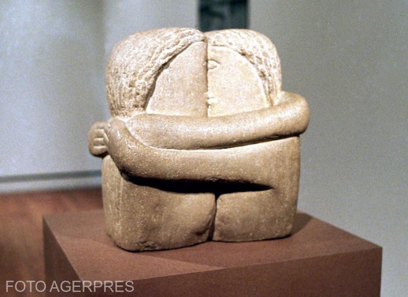 Sarutul, opera a sculptorului Constantin Brancusi.