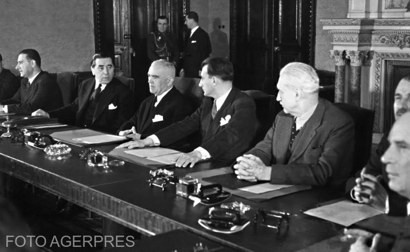 Instalarea Guvernului condus de dr. Petru Groza, la 6 martie 1945.