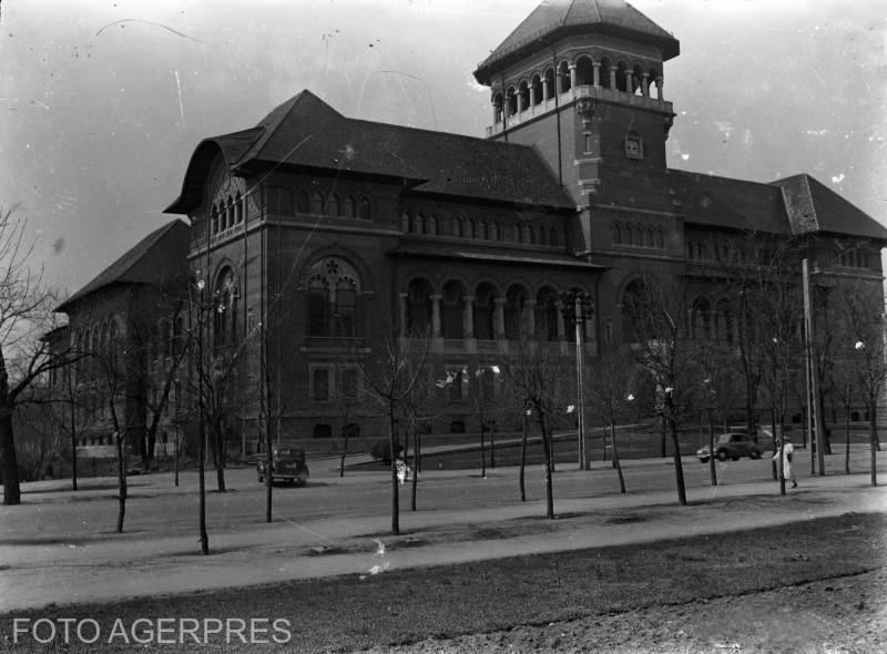 Muzeul de Istorie al Partidului Comunist Român (astazi Muzeul Taranului Roman); anii '50, placa fotografica.