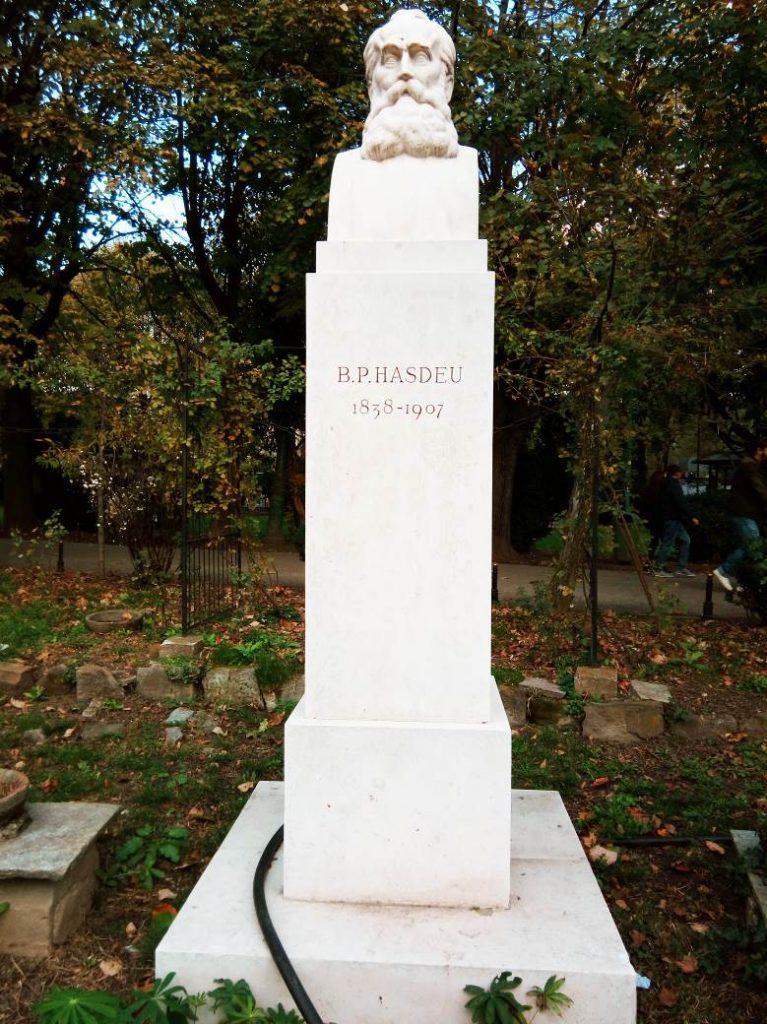 Statuia lui B.P. Haşdeu din Parcul Cişmigiu, noiembrie 2017