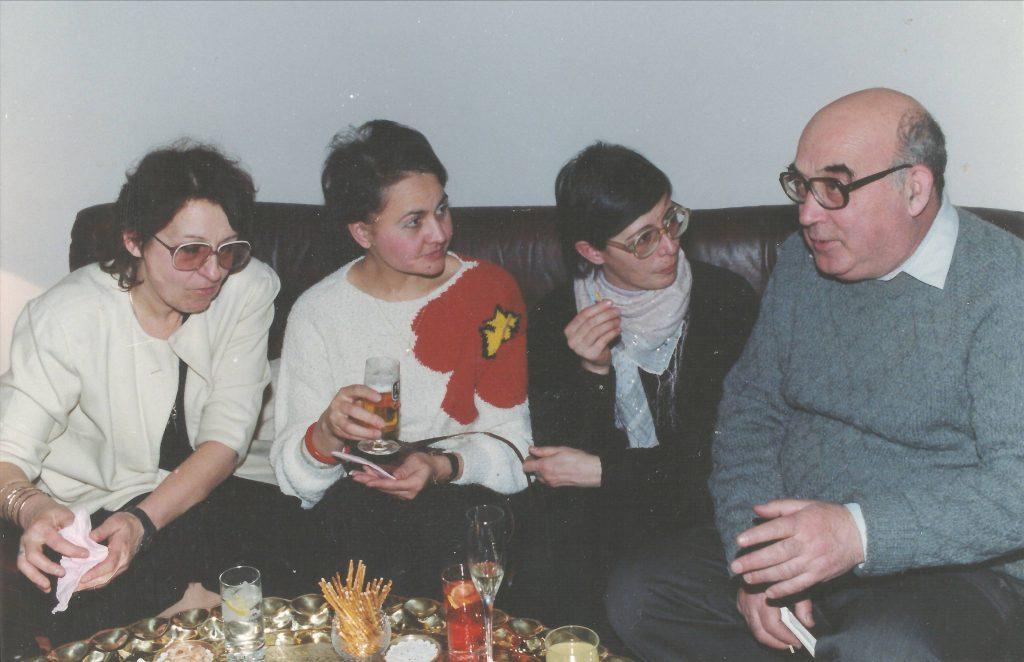 Criticii muzicali muzicali Smaranda Oţeanu Bunea, Mihaela Doboş, Luminiţa Vartolomei şi Iosif Sava - 8 februarie 1991. Întâlnire la Fundaţia Klaus Brambach. Fotografie din arhiva doamnei Mihaela Doboş