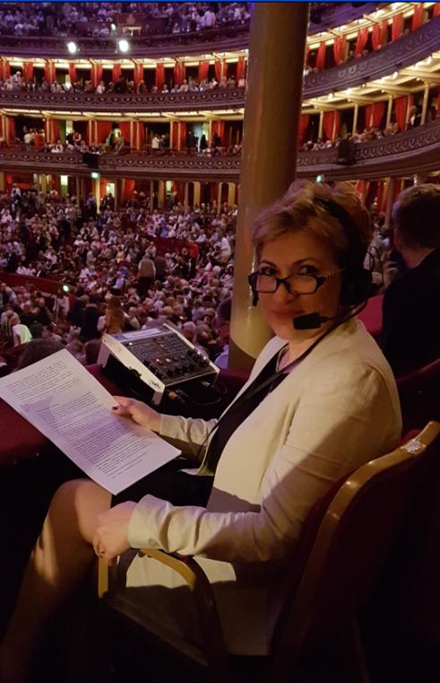 """28 iulie 2016 – Managerul RRM, Liliana Staicu, în direct de la """"Royal Albert Hall"""" din Londra. Fotografie din arhiva personală a doamnei Liliana Staicu"""