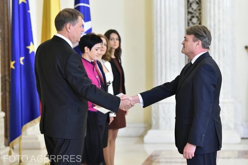 Primirea de catre presedintele Romaniei, Klaus Iohannis, a ambasadorului agreat al Republicii Bulgaria, Todor Ivanov Churov, cu ocazia prezentarii scrisorilor de acreditare, la Palatul Cotroceni (2016).