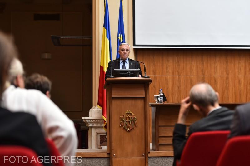 Mugur Isarescu, guvernatorul Bancii Nationale a Romaniei (BNR), sustine o conferinta de presa la sediul BNR.