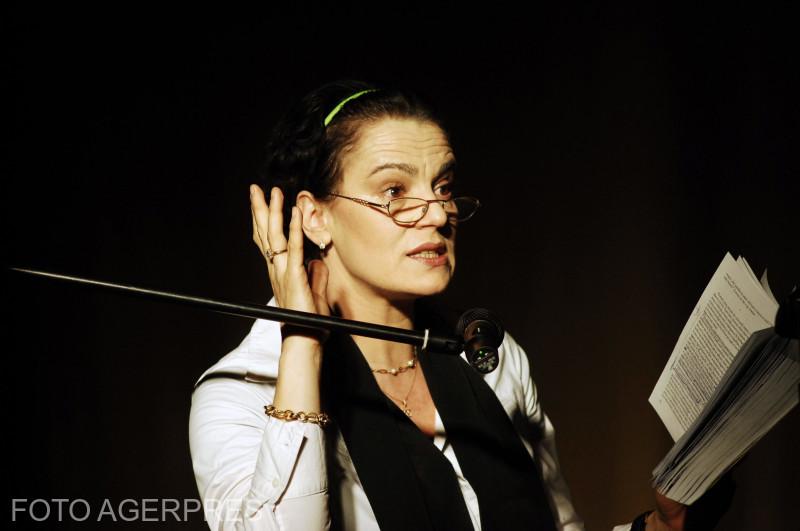 Actrita Maia Morgenstern la lansarea cartii 'Regasire - Diaspora Muzicala Romaneasca', 55 de interviuri realizate de Sebastian Craciun, eveniment urmat de spectacolul 'Nesama - Suflet si Vibratie', organizat de Centrul Comunitar Evreiesc. (2010)