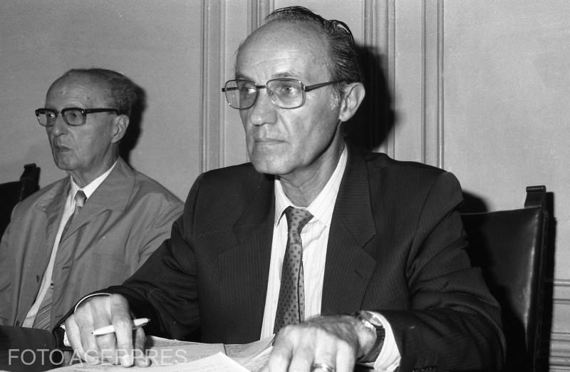 Dinu C. Giurescu, istoric, membru titular al Academiei Romane (1990)