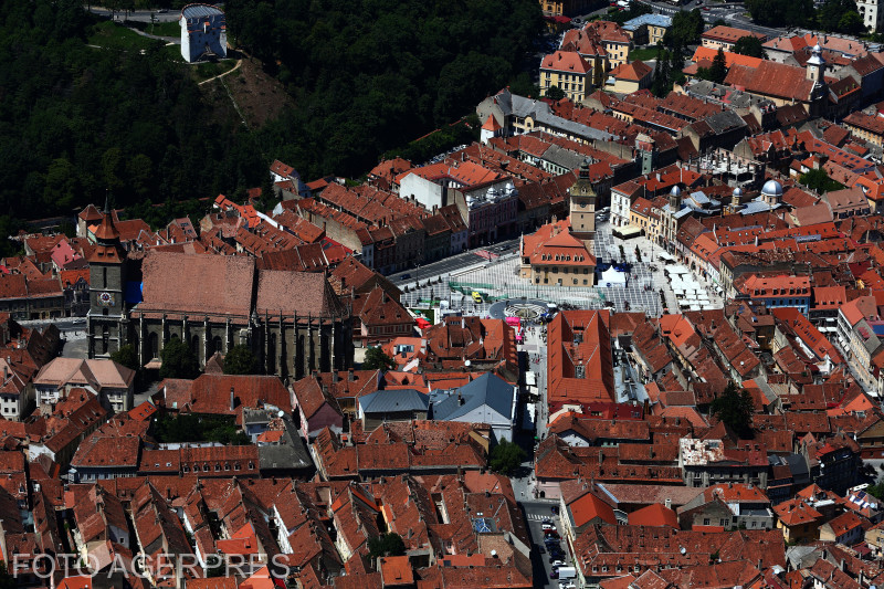 Piata Sfatului si Biserica Neagra din Brasov