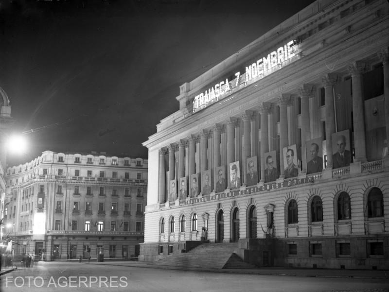 Banca Nationala a Romaniei, poavazata pentru sarbatoarea de 7 Noiembrie (placa fotografica 1956).