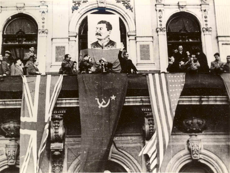 "sursa – ""Fototeca online a comunismului românesc"", cota: 31/1944"