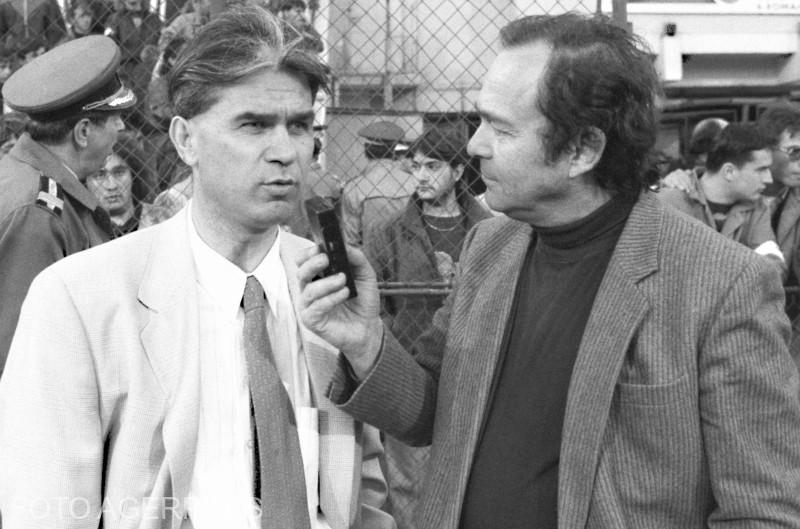 Antrenorul principal al echipei nationale de fotbal a Romaniei, Anghel Iordanescu (stg.) si jurnalistul sportiv, Octavian Vintila (dr.) - 20 aprilie 1994