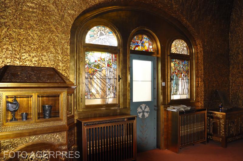 Camera de Aur a Castelului Pelisor din Sinaia, locul in care a murit regina Maria.