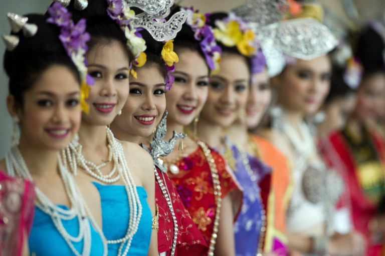 Thai hostesses in traditional costumes welcomes heads of delegations at the 2nd Asia-Pacific water summit in Chiang Mai on May 20, 2013. Asia's flood-prone megacities should fund major drainage, water recycling and waste reduction projects to stem deluges and secure clean supply for their booming populations, experts said. AFP PHOTO/ Nicolas ASFOURI / AFP PHOTO / NICOLAS ASFOURI