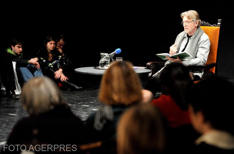 Conferinta sustinuta de regizorul Andrei Serban cu titlul 'Despre Cehov sau 'Cine mai vrea sa mearga la Moscova?', la Teatrul National din Bucuresti (TNB).