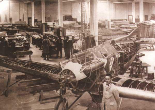 IAR CV 11 în hala de montaj, 1930; wikipedia.org