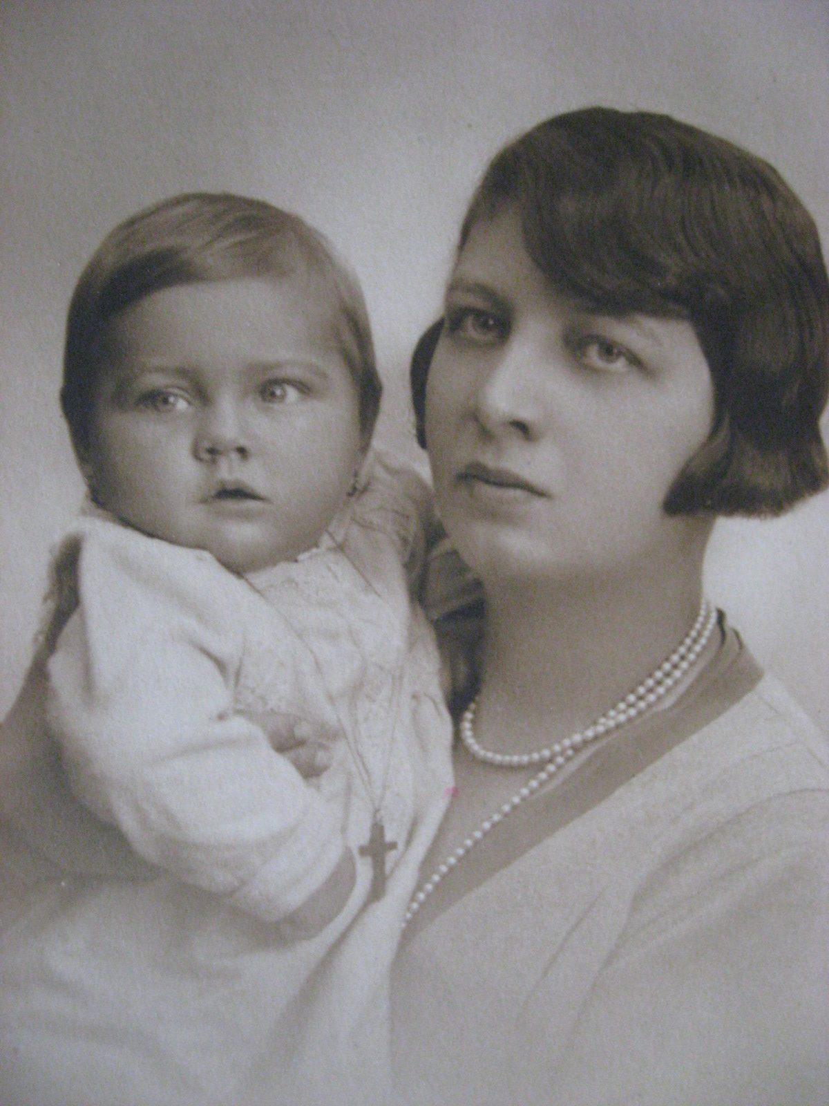Roxandra Maniu cu mama, foto din arhiva familiei